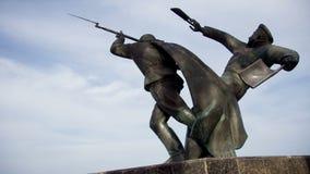 Un monumento a los paracaidistas de la Segunda Guerra Mundial en Theodosy metrajes