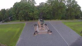 Un monumento a Makarov en Kronshtadt almacen de metraje de vídeo