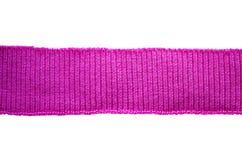 Un morceau de bandes tricotées tricotées D'isolement sur le blanc Photographie stock libre de droits