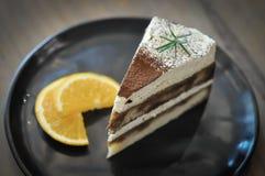 Un morceau de gâteau ou de gâteau de tiramisu Photos stock