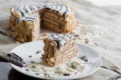 Un morceau de gâteau traditionnel d'Esterhazy de Hongrois d'un plat Photographie stock libre de droits
