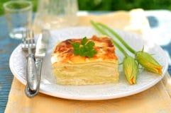 Un morceau de lasagne de courgette Image stock
