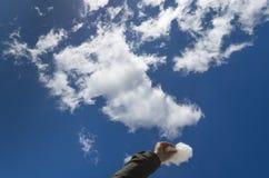 Un morceau de nuage du ciel Photos stock