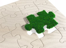 Un morceau de puzzle d'herbe Image stock