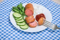 Un morceau de saucisse sur une fourchette Photographie stock