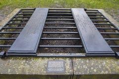 Un Mortsafe dans le cimetière de Greyfriars à Edimbourg Image libre de droits