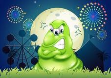 Un mostro arrabbiato al parco di divertimenti Immagini Stock