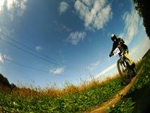 Un motociclista della montagna Immagini Stock Libere da Diritti