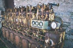 un motor diesel anticuado viejo - efecto de la película del vintage foto de archivo libre de regalías