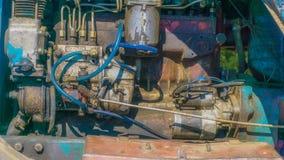 Un motore e un compressore arrugginiti e vecchi per fondo fotografie stock libere da diritti