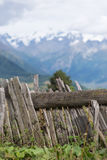 Un Mountain View de barrière et - Mestia, la Géorgie Photographie stock