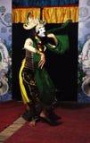 Un movimento nella prestazione tradizionale di ballo di Malang della maschera Fotografia Stock