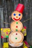 Un muñeco de nieve hecho de los bloques de madera Fotografía de archivo
