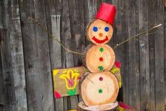 Un muñeco de nieve hecho de los bloques de madera Fotos de archivo libres de regalías