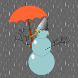 Un muñeco de nieve triste con el paraguas en la lluvia Fotografía de archivo