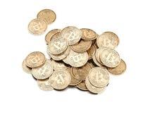 Un mucchio dei bitcoins rappresentazione 3d Immagine Stock