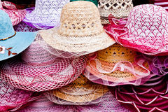 Un mucchio dei cappelli differenti Immagine Stock