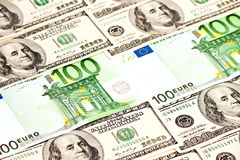 Un mucchio dei dollari e di euro note Fotografie Stock Libere da Diritti