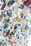 Un mucchio dei libri che pendono dal soffitto Immagine Stock Libera da Diritti