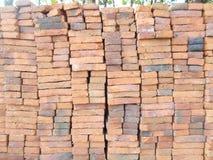 Un mucchio dei mattoni rossi Immagini Stock Libere da Diritti