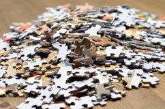 Un mucchio dei pezzi di puzzle Fotografia Stock Libera da Diritti