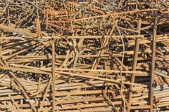 Un mucchio dei tondini di ferro arrugginiti Fotografie Stock