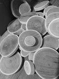 Un mucchio del cerchio assottiglia il legno Immagini Stock