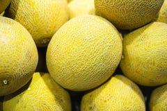 Un mucchio del melone di melata su esposizione immagine stock libera da diritti