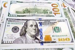 Un mucchio delle banconote degli Stati Uniti con i ritratti di presidente Contanti delle banconote in dollari, immagine di sfondo Fotografia Stock Libera da Diritti