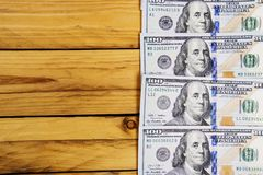 Un mucchio delle banconote degli Stati Uniti con i ritratti di presidente Contanti delle banconote in dollari, immagine di sfondo Fotografia Stock