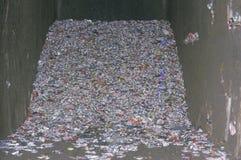Un mucchio delle latte di alluminio compresse in un compacter del cemento in Santa Monica, California Fotografia Stock Libera da Diritti