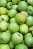 Un mucchio delle mele verdi Immagini Stock