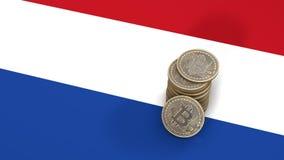 Un mucchio delle monete di Bitcoin sta sulla bandiera di Netherland 3d rendono illustrazione vettoriale