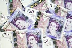 Un mucchio di Britannici venti libbre di valuta Fotografia Stock Libera da Diritti