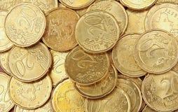 Un mucchio di 20 monete dell'euro dei centesimi Immagini Stock