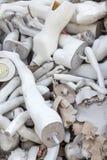 Un mucchio di vecchi manichini abbandonati Immagine Stock
