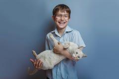 Un muchacho de 10 años de aspecto europeo con Fotos de archivo