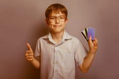 Un muchacho de 10 años de aspecto europeo con Foto de archivo libre de regalías