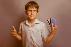 Un muchacho de 10 años de aspecto europeo con Imagen de archivo