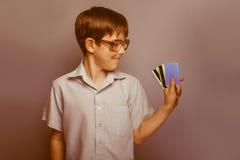 Un muchacho de 10 años de aspecto europeo con Imagenes de archivo