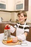 Un muchacho en cocina Fotografía de archivo libre de regalías