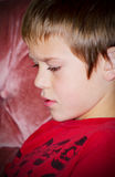 Un muchacho joven pensativo del preadolescente Fotos de archivo libres de regalías
