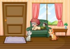 Un muchacho joven y sus gatos dentro de la casa Imagenes de archivo