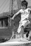Un muchacho salta Imagen de archivo libre de regalías