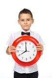 Un muchacho y un reloj Fotografía de archivo