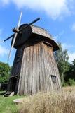 Un mulino a vento di legno Fotografia Stock Libera da Diritti