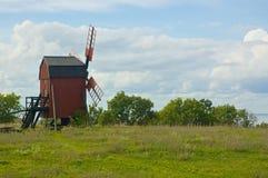 Un mulino a vento sull'isola svedese di Ã-terra fotografia stock libera da diritti