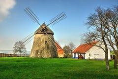 Un mulino a vento tradizionale Immagine Stock Libera da Diritti