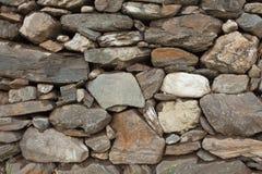 Un mur accumulé avec des pierres Photo stock