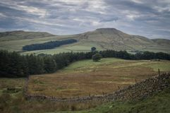 Un mur de pierres sèches coupe une vue en parc national de secteur maximal photographie stock